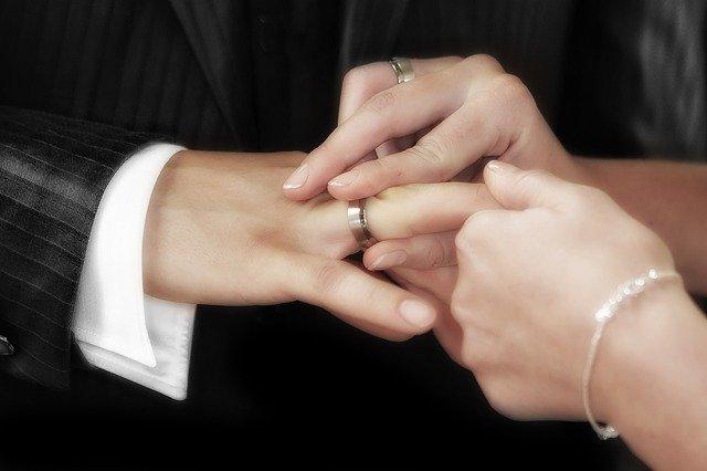 彼氏 結婚 の 話 そらす