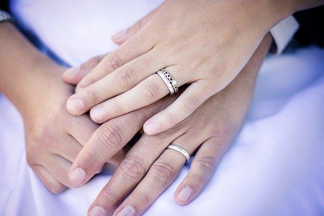 婚約指輪 小さい 後悔